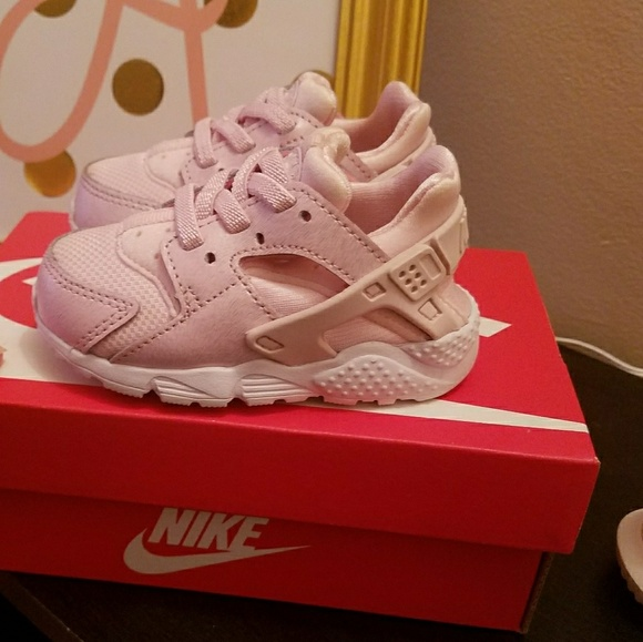 25093aedbac Toddler Nike Huarache Run SE. M 5b4bdbec9fe486a6465343de. Other Shoes you  may like. Girl s shoes
